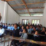 Helen aus England unterrichtet eine Grundschulklasse - Lehrer wie Schüler sind gebannt